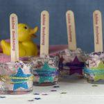 Ideen mit Badekugeln: Badesternchen   Badekugelmasse, die wie ein Sorbet ins Glas gespachtelt und mit Glitter und Sternchen dekoriert wird.