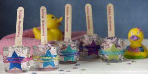 Ideen mit Badekugeln: Badesternchen | Badekugelmasse, die wie ein Sorbet ins Glas gespachtelt und mit Glitter und Sternchen dekoriert wird.
