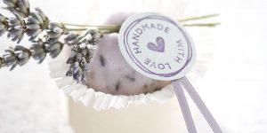 Ideen für Badekugeln: Badekugel mit Lavendelblüten - handmade with love